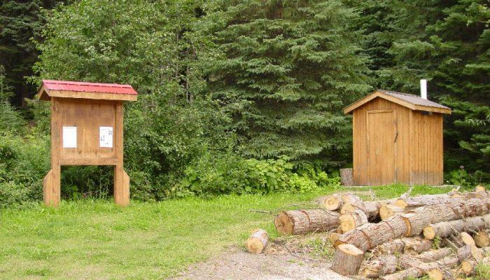 Outhouse & Kiosk